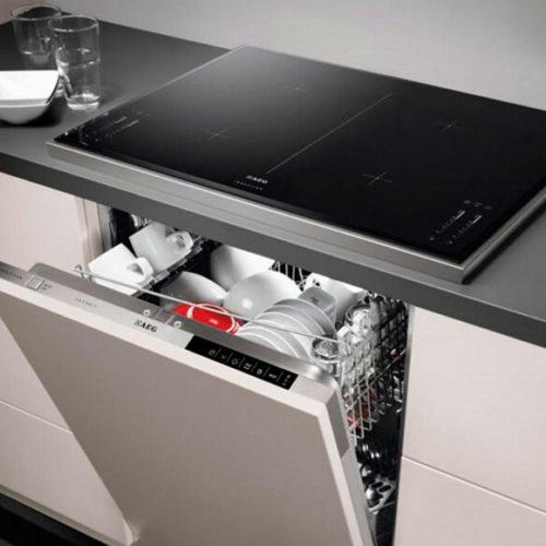 фото Комплект техники для кухни. Встраиваемая посудомоечная машина и варочная панель AEG, Германия