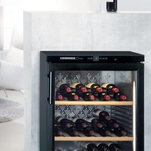 фото Винный шкаф. Электронное управление. Удобная корректировка параметров хранения вина. Liebherr, Германия
