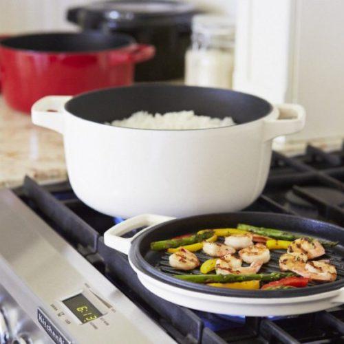 Каструля чавунна з кришкою, KitchenAid, США.