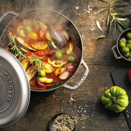 Чавунний посуд різних форм і кольорів Staub La Cocotte, Франція