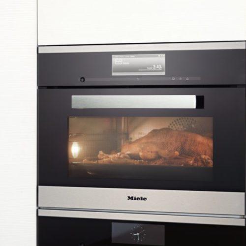 фото Духовой шкаф Miele с сенсорным управлением