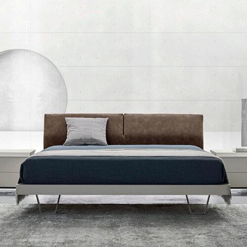 Кровать в современном стиле. Мягкое изголовье. Каркас из шпонированного дерева. Обивка ткань, эконубук, экокожа, кожа. Коллекция Zanette Skin, Италия