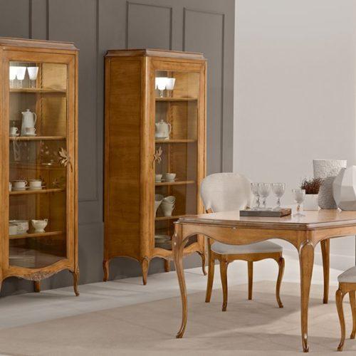 фотоМеблі для їдальні. Стіл прямокутний, стільці, буфет. Ручна різьба, патинування, масив. Колекція Gala, Португалія