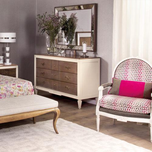 фото Мебель для спальни. Ручная резьба по дереву. Кресло Аnnelo, кровать и комод Аdonis, Португалия