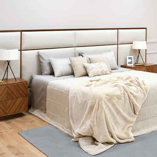 фото Комплект мебели для спальни. Комод из коллекции Ava, кровать из коллекции Аvalon. Натуральное дерево, ручная резьба и интарсия, Португалия