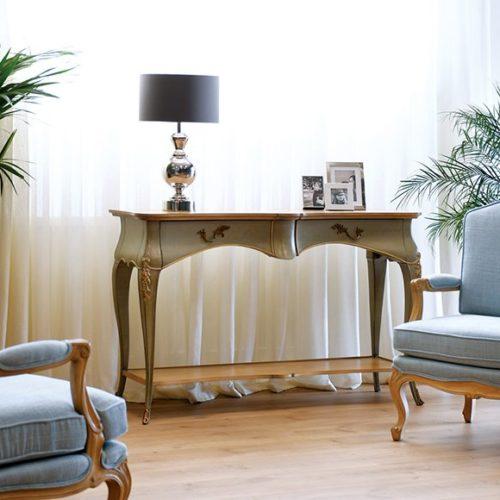 фото Комплект меблів для зони відпочинку. Столик - консоль, крісла. Натуральне дерево, ручна робота. Колекція Francis, Португалія