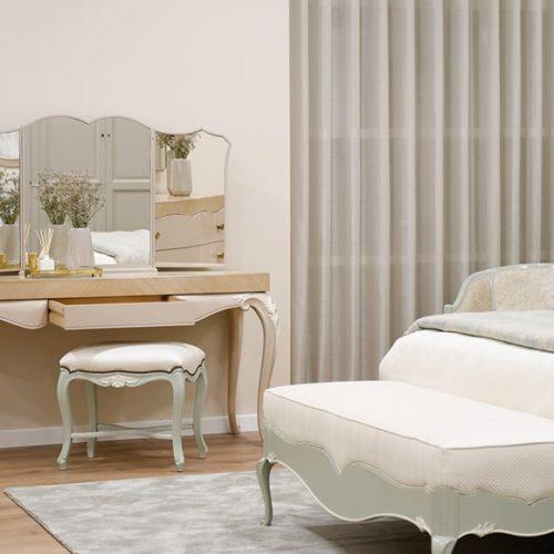 фото Мебель для спальни. Туалетный столик, пуф и банкетка. Коллекция Lotus, Португалия