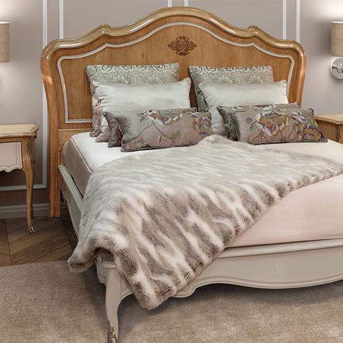 фото Мебель для спальни. Кровать и тумба из коллекции Majestic Gold, ручная резьба по дереву, Португалия