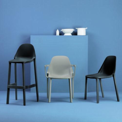 фото Стільці з високоміцного голландського пластика. Колекція Ghost, Італія