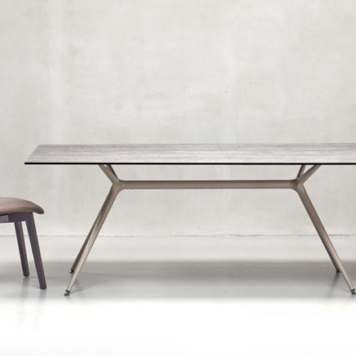 фото Обідній стіл і стільці Metropolis, Італія
