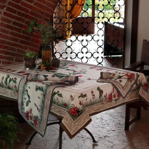 Комплект столового текстилю з гобелену Home. Скатертина, раннер, серветки, Італія