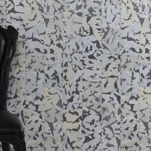 Обои. Верхний слой выполнен из японской бумаги и марли, имитирющий кожу дикого кабана. Коллекция Boar, Бельгия