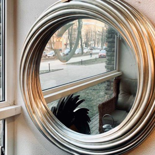 фото Дзеркало круглої форми з оригінальним декором рами. Колекція Atmoshere, Німеччина