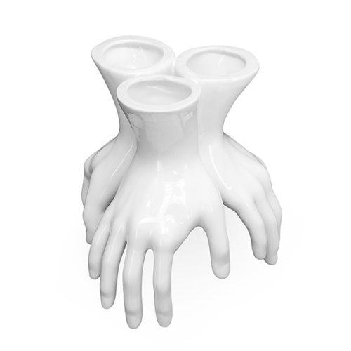 фото Ваза настільна у вигляді трьох рук. Кераміка з глянцевим покриттям. Колекція Hands, Італія