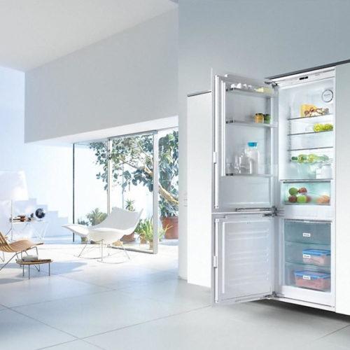 фото Встраиваемый холодильник с нижней морозильной камерой