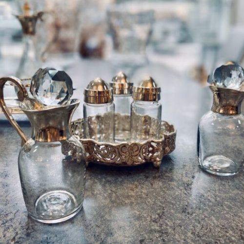 Солонка, перечница, набор соусников для масла и уксуса. Шеффилдское посеребрение в 12 карат, стекло. Royal Family, Италия