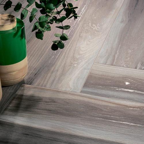 Плитка для підлоги. Імітація паркетної дошки в стилі лофт. Колекція Essential Lux, Іспанія