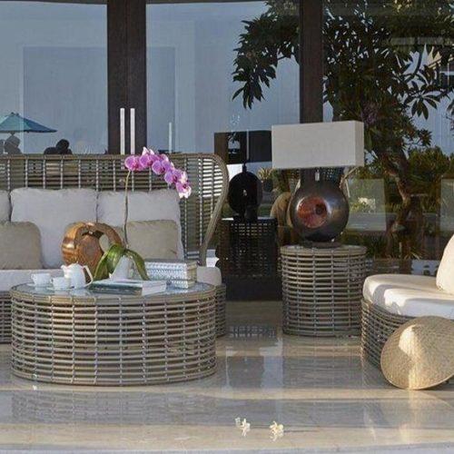 фото Меблі для тераси. Дивани з подушками, кавовий столик. Техноротанг. Колекція Drone, Іспанія.