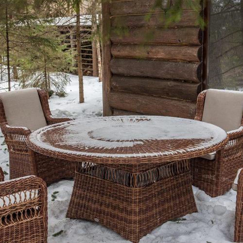 фото Комплект меблів для саду. Стіл обідній круглий і крісла з подушками. Колекція Ebony Red Pulut, Іспанія