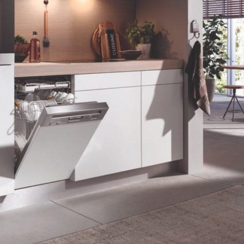 фото Полновстраиваемая посудомоечная машина с фасадом без ручки. Модель G 7590 SCVi