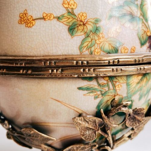 Вазочка с крышкой в виде яйца. Керамика с декоративным эффектом «под старину», латунь. Ручная работа. Коллекция Bees by Royal Family, Италия