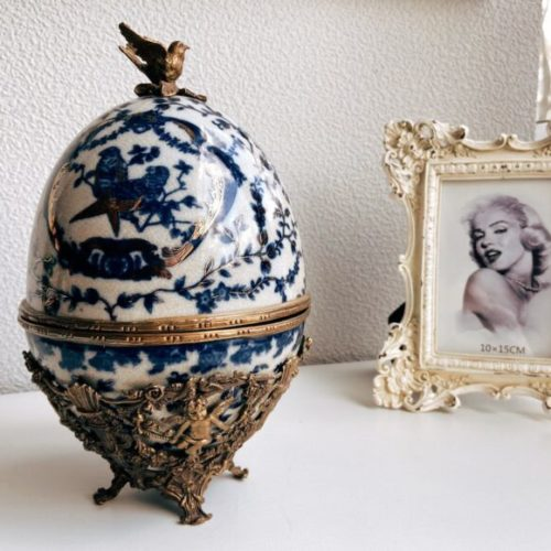 Ваза з кришкою у вигляді яйця. Кераміка з декоративним ефектом« під старовину », латунь. Ручна робота. Royal Family, Італія