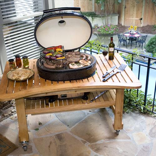 08-Гриль угольный, керамический с крышкой. Стол из лиственницы на колесах. Рrimogrill, США