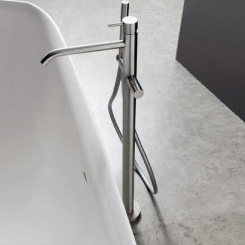 Фото Смеситель для ванной однорычажный, напольный. Коллекция 40mm, Италия