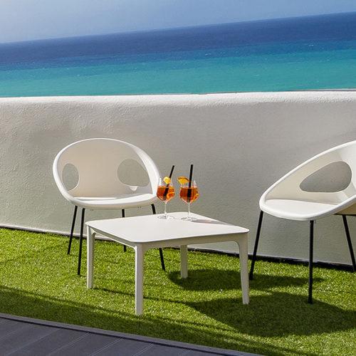 фото Комплект меблів для балкона, тераси, відкритих майданчиків з високоміцного пластика. Колекція Drop, Італія