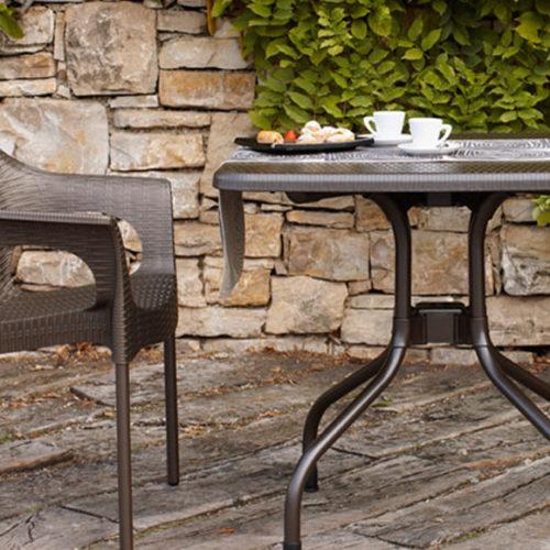 фотоСтіл і стілець для відкритих майданчиків. Високоміцний голландський пластик. Колекція OLIMPO, Італія
