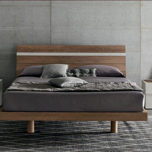 Кровать в современном стиле. Шпон, дерево. Возможно исполнение с мягким изголовьем, коробом для белья. Коллекция Joker, Италия