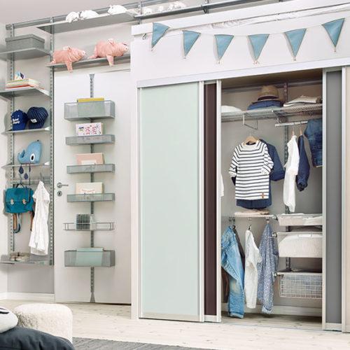 фото Гардеробная система для детской комнаты со множеством полок, секций, ящиков, крючков. Металлическая конструкция. Гарантия 10 лет. Elfa, Швеция