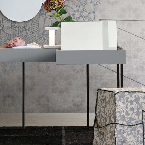 Туалетная столик с зеркалом в современном стиле. Коллекция REPLAY, Италия