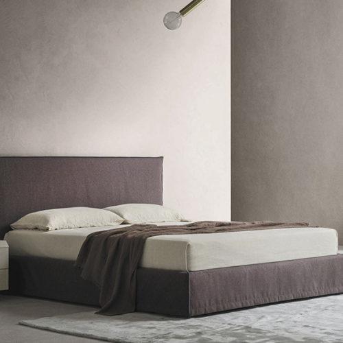 фото Кровать двуспальная. Мягкое изголовье, съемные чехлы. Коллекция Zoe, Италия
