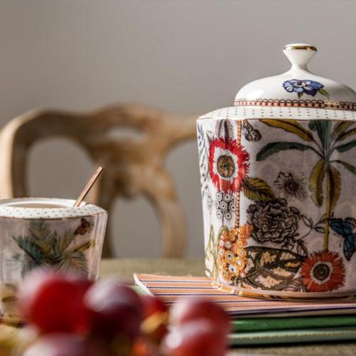 Чашка, блюдце, молочник, блюда для сервировки стола. Фарфор. Коллекция Secret Garden, Henriette. Италия