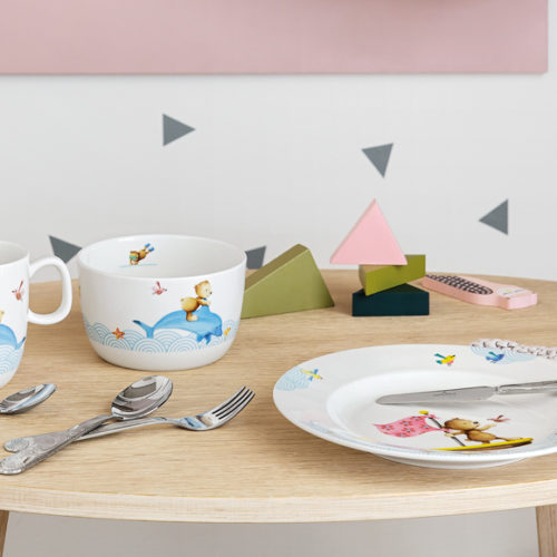 Набор детской посуды. Фарфор премиум класса. Можно использовать в микроволновой печи и мыть в посудомоечной машине. Коллекция Happy Bear, Villeroy&Boch, Германия