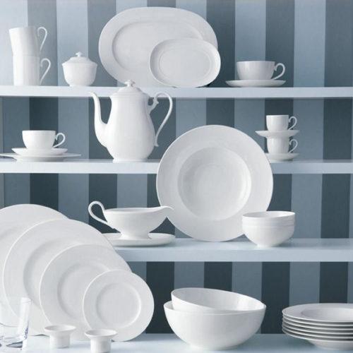 Ассортимент включает столовый и чайный сервиз, блюда, тарелки, пиалы. Кремово-белый фарфор премиум класса. Коллекция Royal Villeroy&Boch, Германия