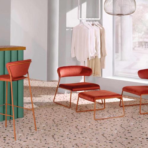 фотоКолекція стільців в сучасному стилі. Металевий каркас, велюрова тканина. Колекція Lisa, Італія