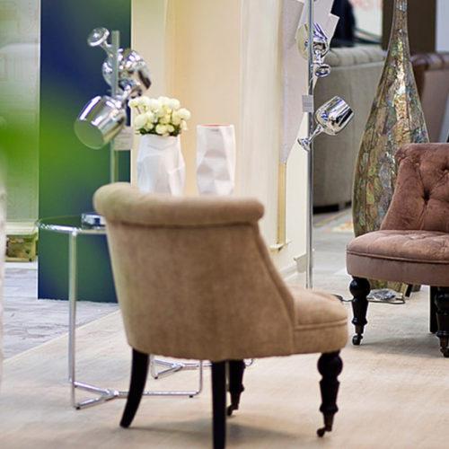 фото Кресло. Натуральное дерево, мебельная износоустойчивая ткань. Передние ноги на колесиках. Коллекция Randon, Польша