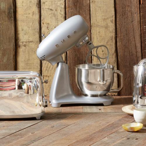 Новинка! Чайник, планетарний міксер. Колір срібло. Smeg, Італія