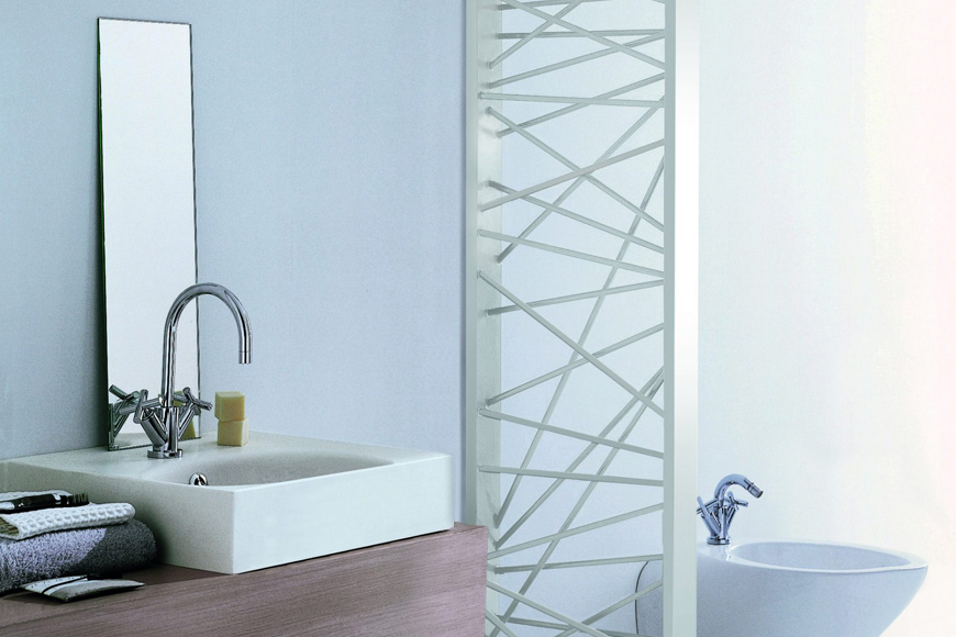 Фото Полотенцесушитель водяной. Сталь белого или черного цветов. Напольная инсталляция. Коллекция MIKADO, Италия