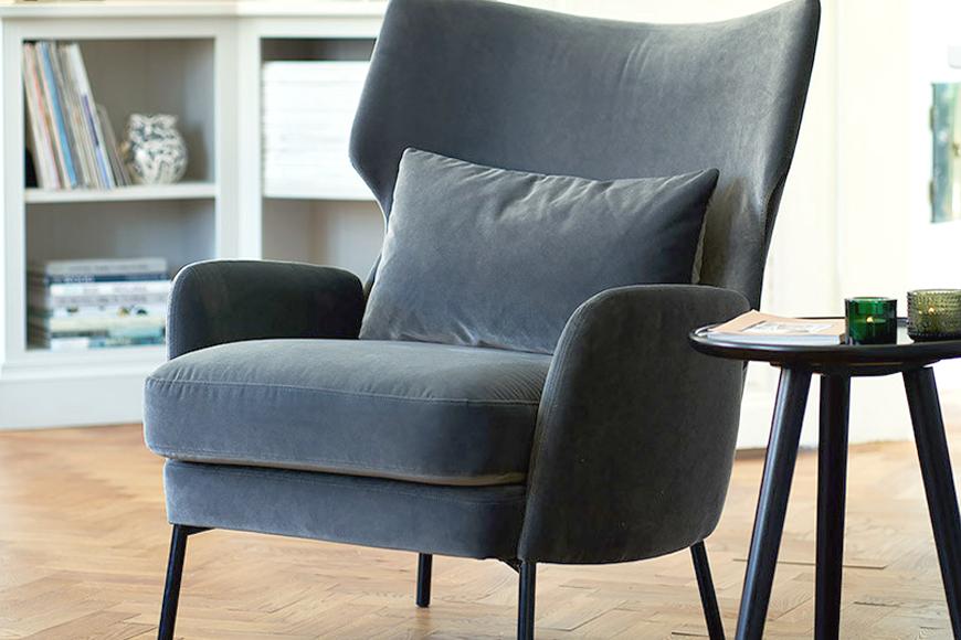 Крісло з високою спинкою і подушкою. Дерево, велюр, ноги металеві. Колекція Аlex, Швеція