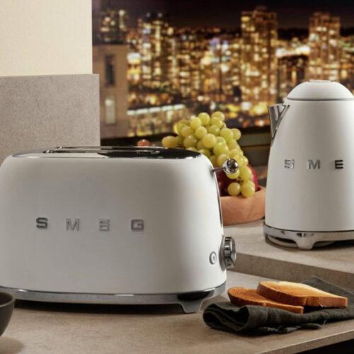 Чайник и тостер в новом дизайне. Корпус из нержавеющей стали. Smeg, Италия