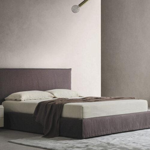 Кровать двуспальная. Мягкое изголовье, съемные чехлы. Коллекция Zoe, Италия